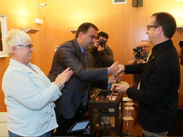 Pep Solé rebent la vara d'alcalde