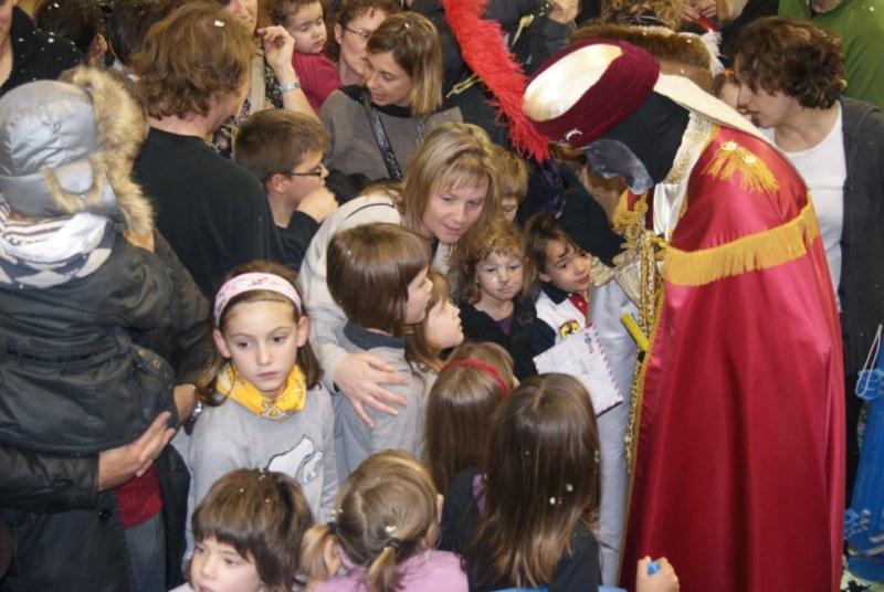 Després del discurs, els nens i nenes volien parlar amb el patge