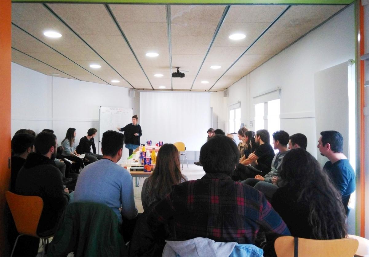 Una de les xerrades dels tècnics de Joventut sobre l'agenda Impuls