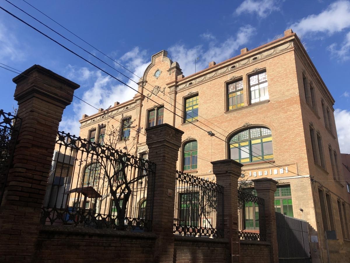 L'escola de l'Ateneu, al carrer Esquiladors
