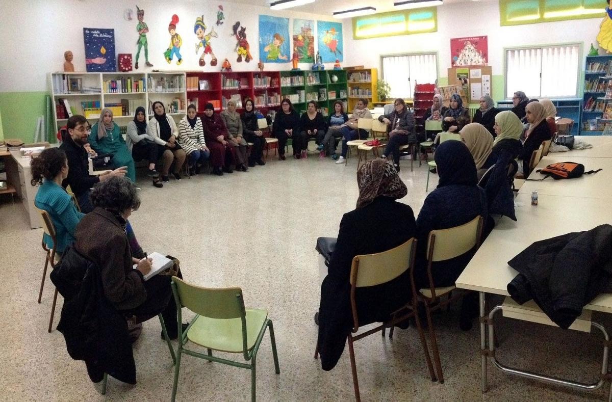 Una reunió de Càritas en una de les escoles d'Igualada