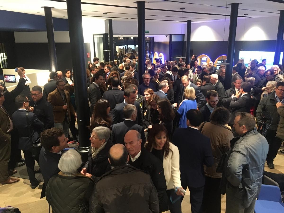 Un centenar de clients van assistir a l'acte d'inauguració