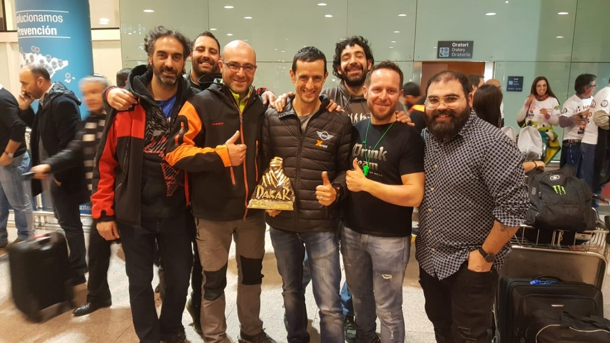 Un grup d'amics i seguidors anoiencs van rebre Haro a la seva arribada a Catalunya (Foto: Aleix Torra)
