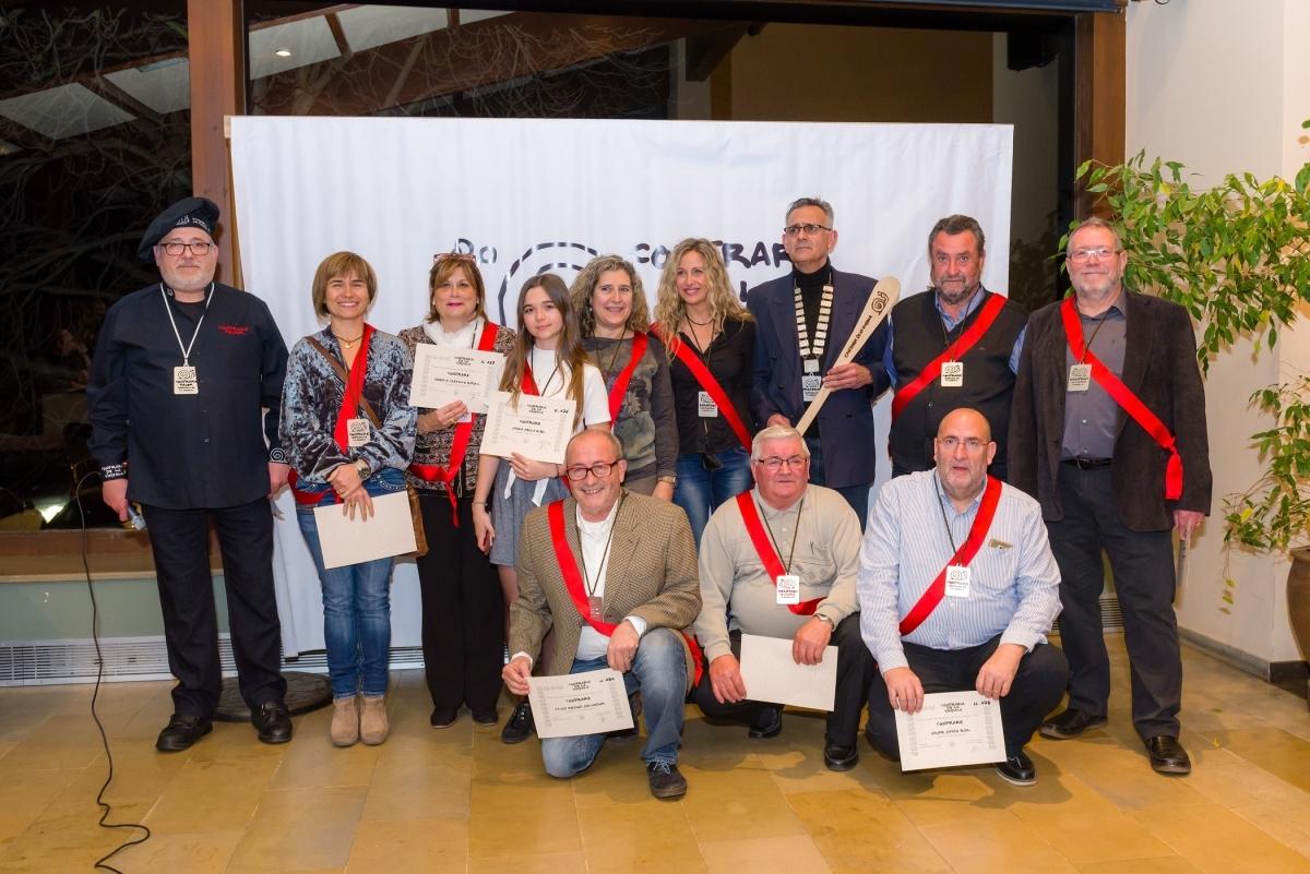 Els nous membres, amb els diplomes acreditatius