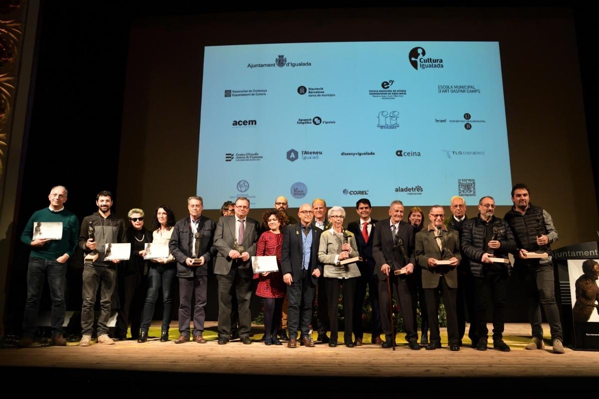 Fotografia de família dels guanyadors dels XXII Premis Ciutat d'Igualada. Foto: Aj.Igualada