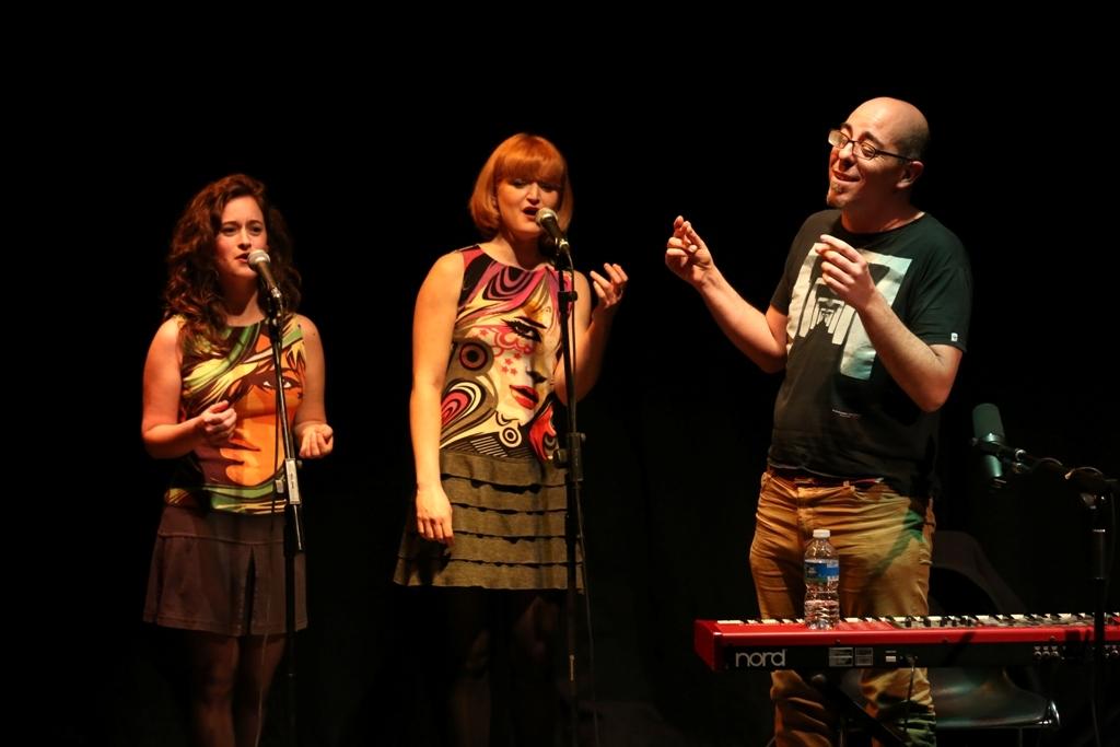L'artista, amb Judit Robles i Maria Colom FOTO: Marc Vila