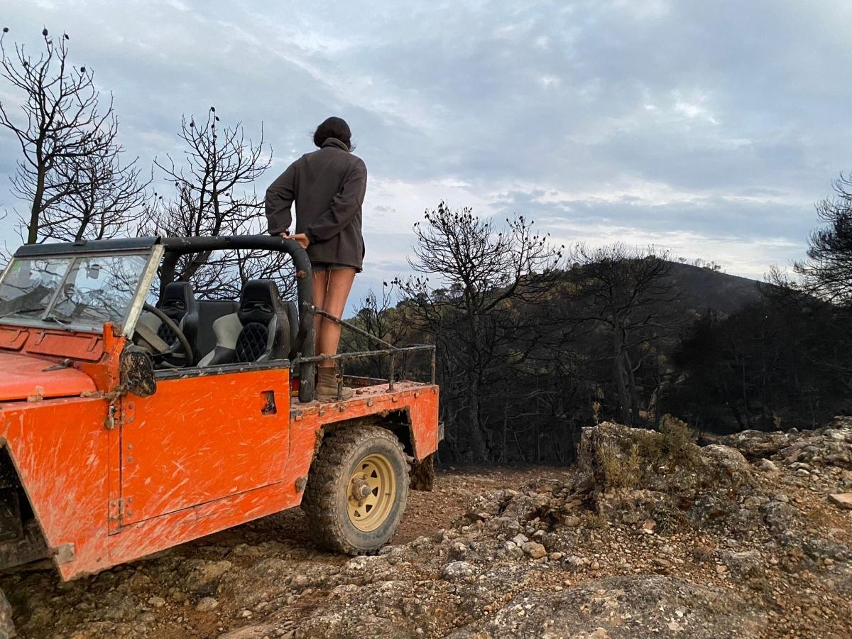 Una fotografia de Roger Tarragó que capta la desolació que va generar el foc a Miralles
