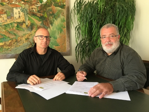 Jordi Madrid i Xavier Boquete, firmant l'acord