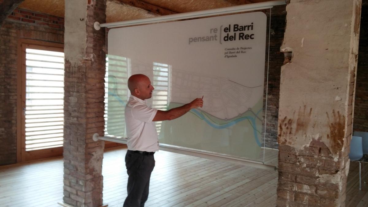 El regidor Jordi Pont, a l'Adoberia Bella, en la presentació de la iniciativa