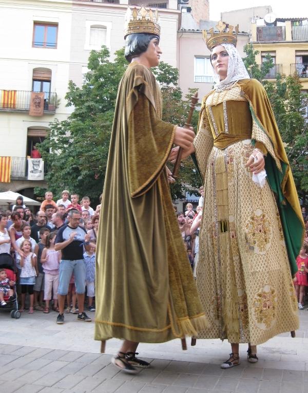 Els gegants d'Igualada, ballant al mig de la plaça