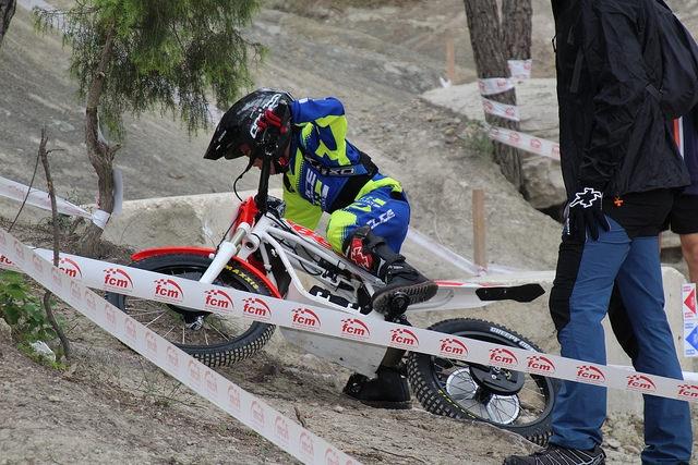 Un dels joves competidors en plena acció
