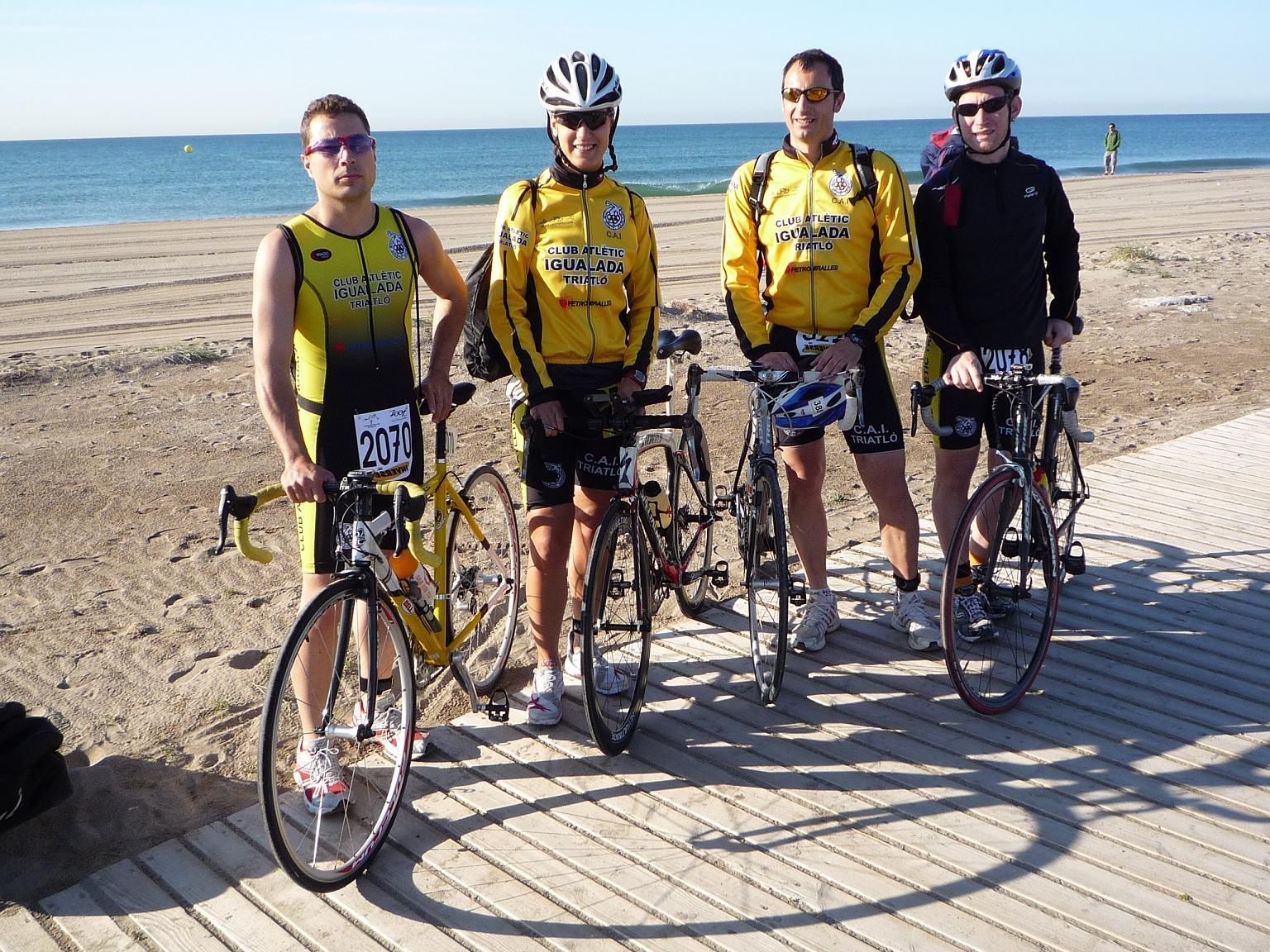 Els quatre triatletes del CAI