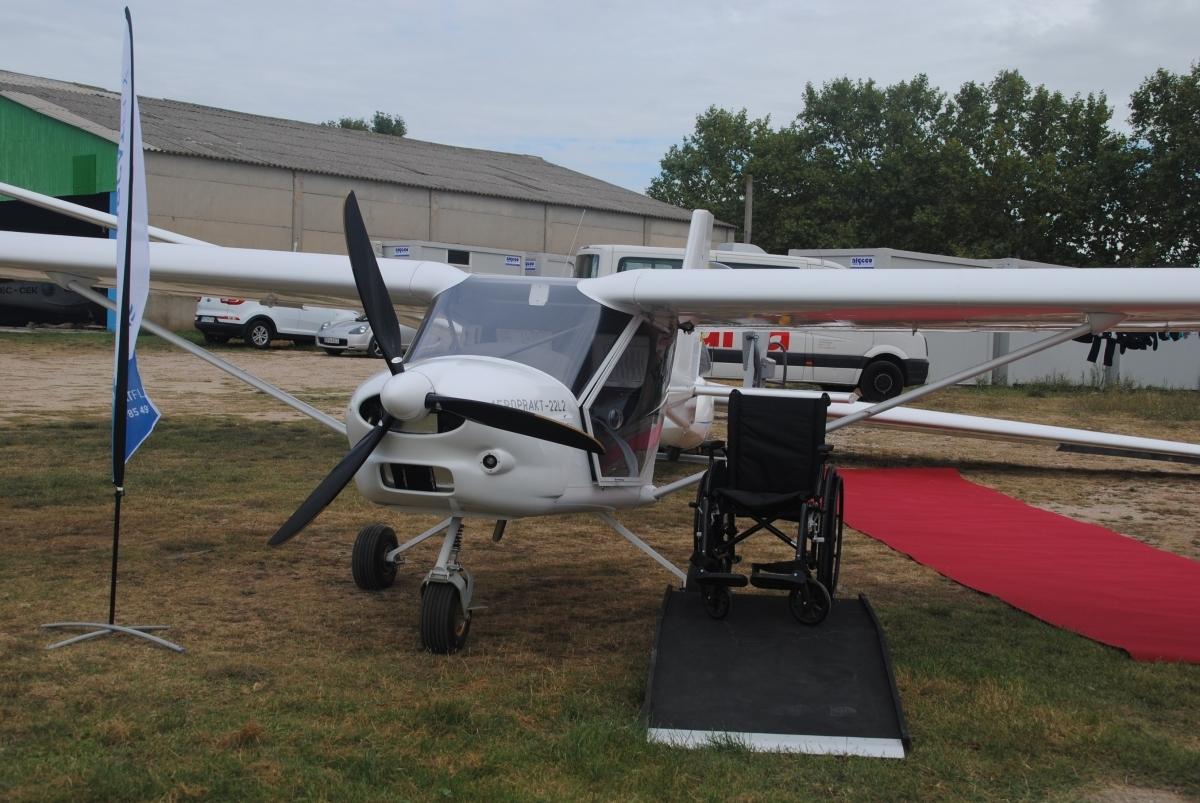 Una de les avionetes preparades per portar persones de mobilitat reduïda