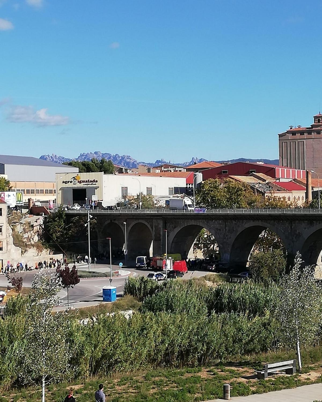 Diversos vehicles d'emergències, Bombers i Mossos, a la Ronda del Rec, el passat dimecres, després dels fets