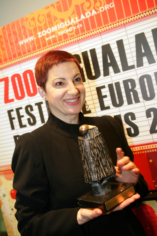 Lloll Bertran amb el premi - foto: Joan Ratera