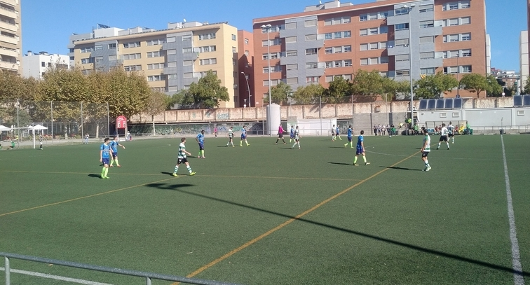 Els primers instants d'un partit accidentat a Sants