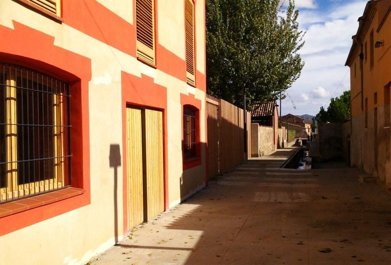 L'Adoberia Bella, al costat del Rec