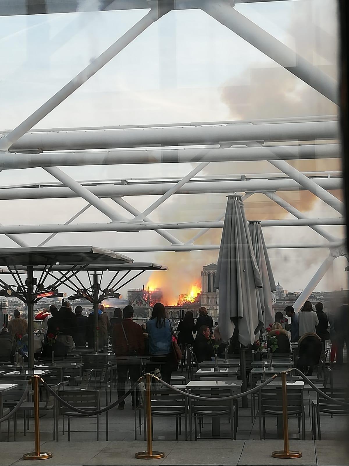 L'incendi, vist des del Museu Pompidou FOTO: Pau Mestre