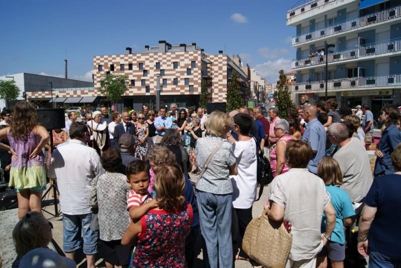 Nombrosos veïns han volgut 'estrenar' la plaça