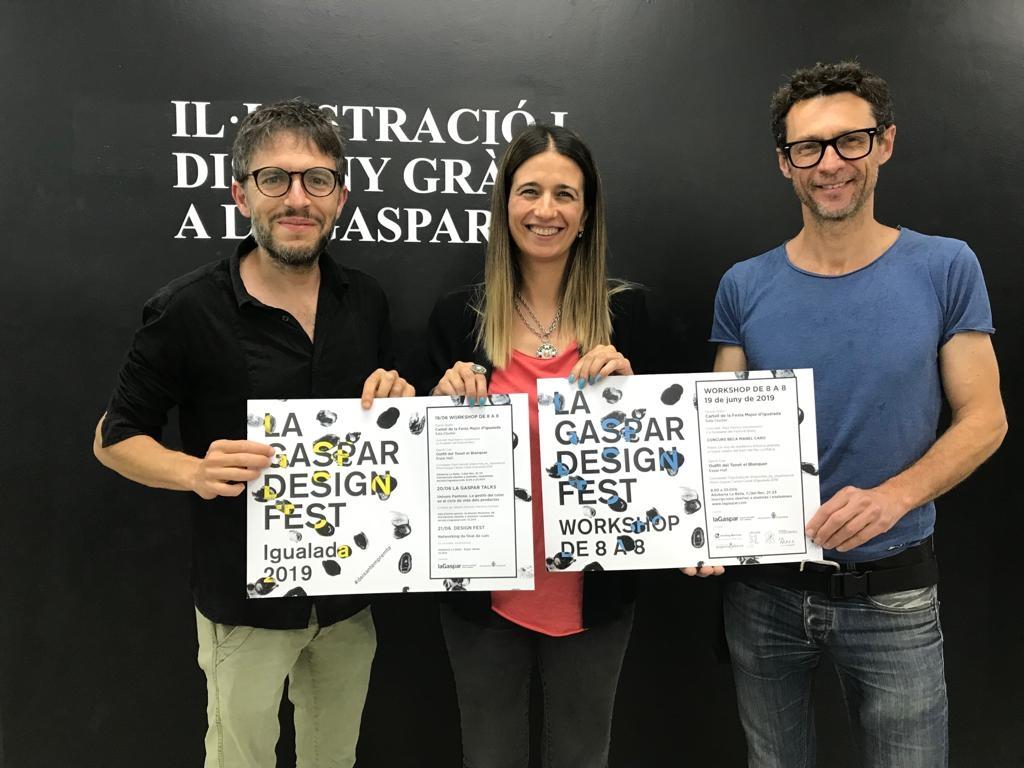 Roger Mula, Raquel Camacho, directora de la Gaspar, i Jordi Carner, en la presentació de la beca