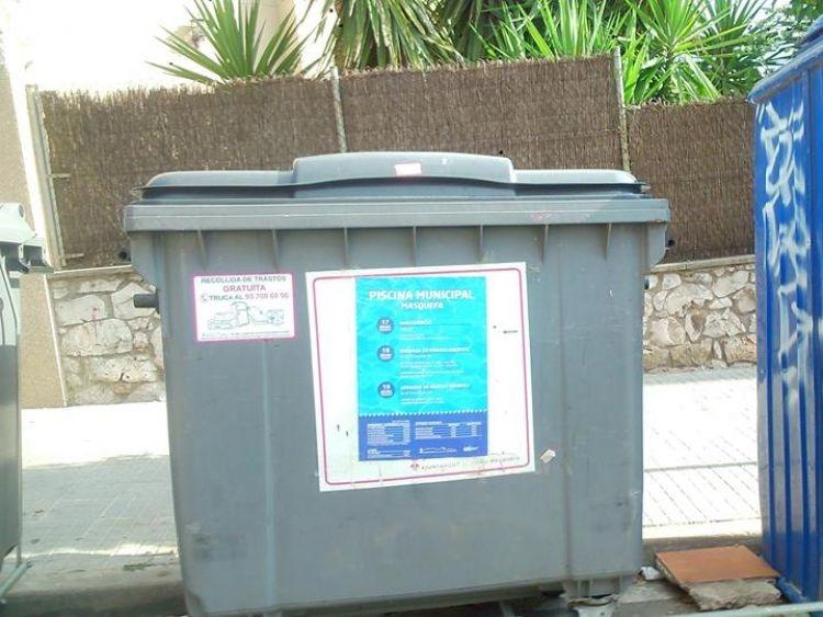 Un dels contenidors instal·lats a la via pública de Masquefa