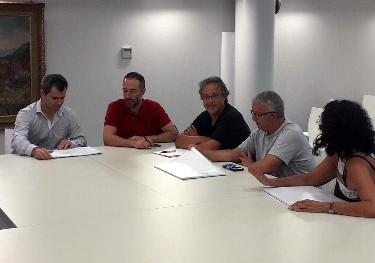 Els representants municipals, en la recepció de l'informe