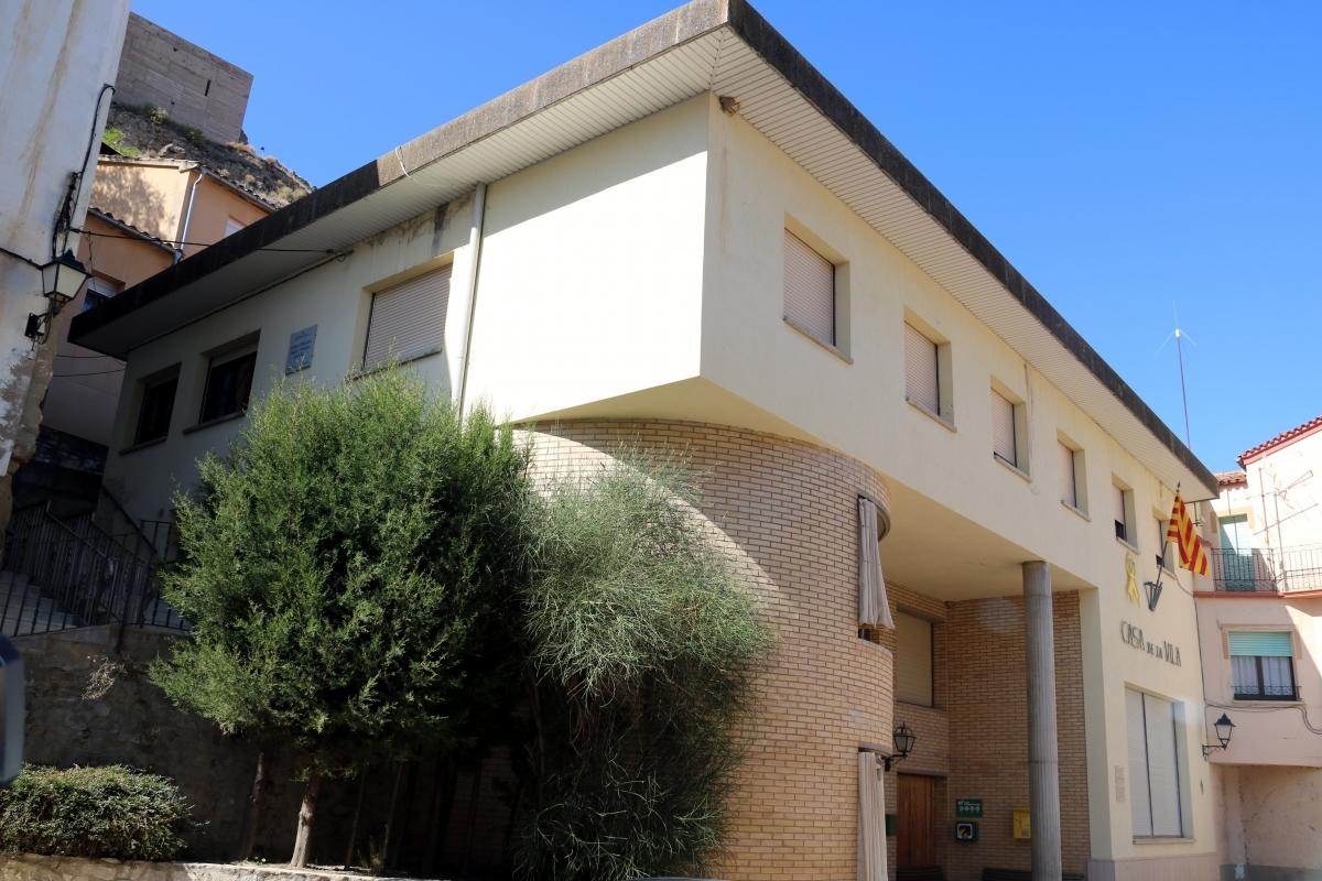 L'Ajuntament de Castellfollit, seu també de l'escola FOTO: ACN