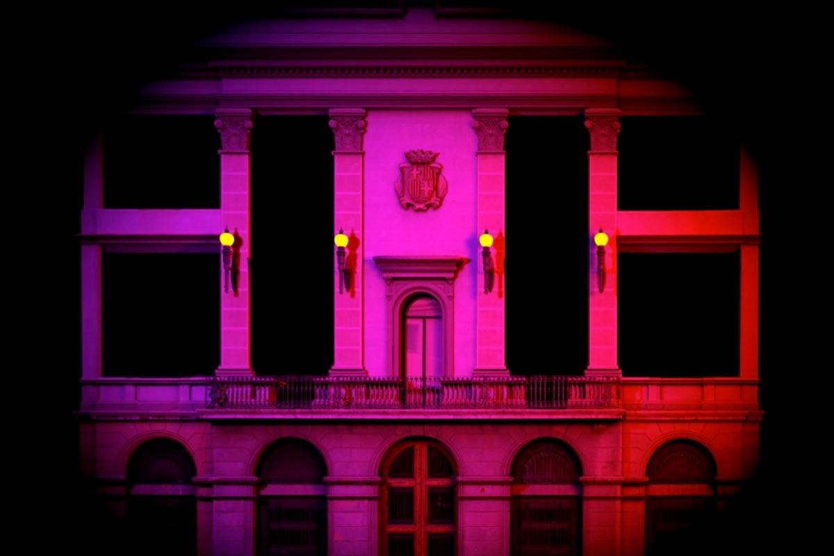 La façana de l'Ajuntament, un festí visual