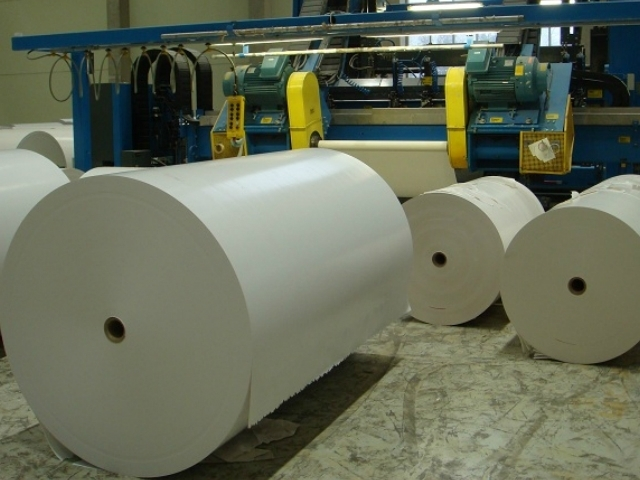 Un dels equips industrials de Terranova Papers, a la Pobla