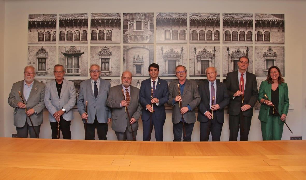 Castells, al centre, amb els ex presidents de la Diputació, amb l'igualadí Antoni Dalmau a la dreta