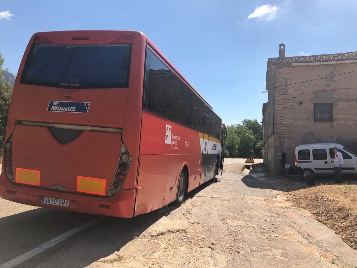 El bus avariat al Bruc, dimecres (Foto: @paulinajordanh)