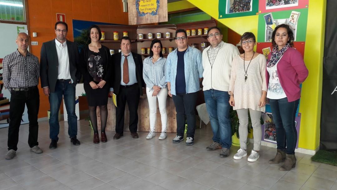 La delegada, al centre, amb els representants de l'Ajuntament