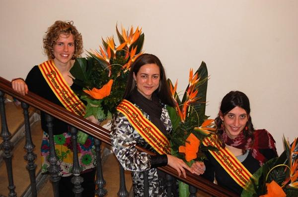 Ester Olivan, pubilla 2010, i Sandra Paradell (esq) i Núria Bisbal (dreta), dames d'honor