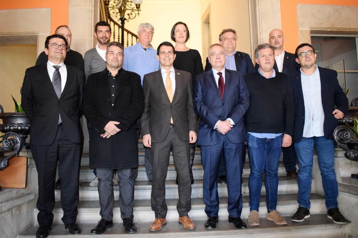 Unitat: els alcaldes de la Mancomunitat, amb Pere Navarro i Antoni Ferré