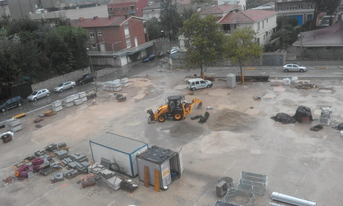 La Masuca, en obres, inundada, a les 5 de la tarda