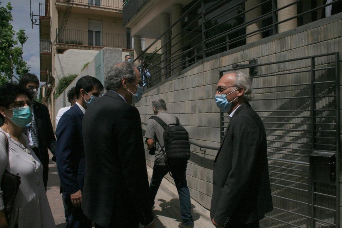 El President Torra és rebut per Jordi Aymamí, gerent d'APINAS, a la visita al centre
