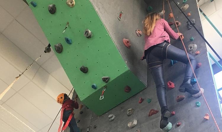 Una de les activitats d'escalada que es podien fer al pavelló