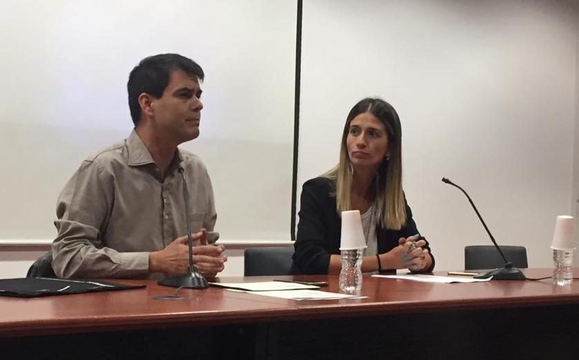 L'alcalde, amb la directora Raquel Camacho