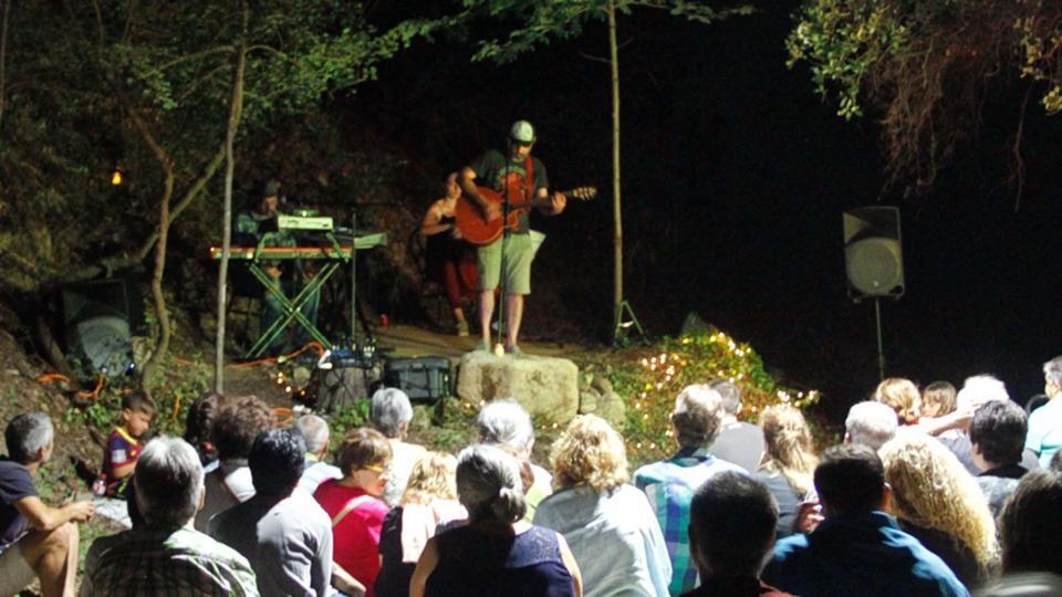 El trio, davant del públic d'Argençola