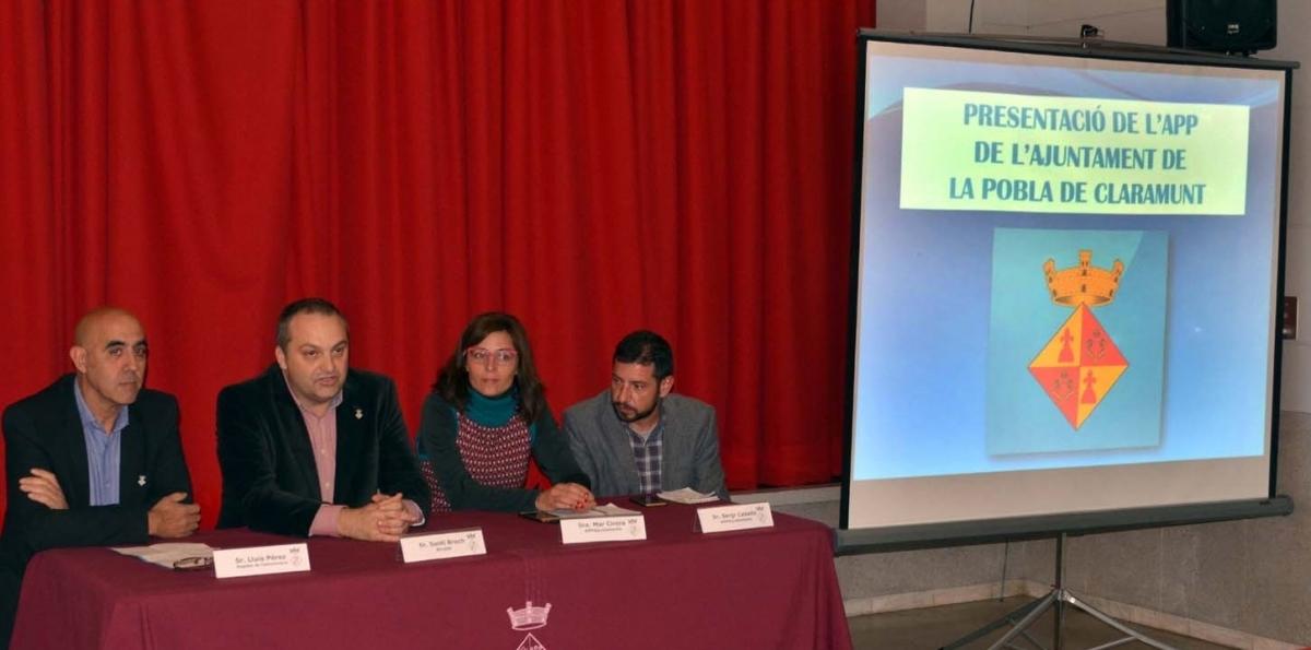 Els responsables de l'Ajuntament i els creadors de l'App, al Teatre Jardí