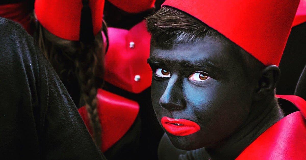 La cavalcada d'Alcoi, la més antiga de l'Estat, amb patges pintats de negre FOTO: twitter