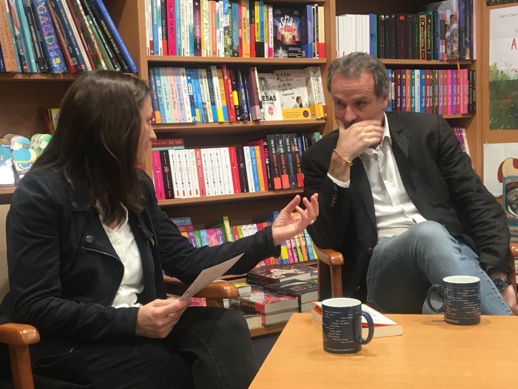 Cabré va presentar la seva novel·la a la llibreria Aqualata d'Igualada
