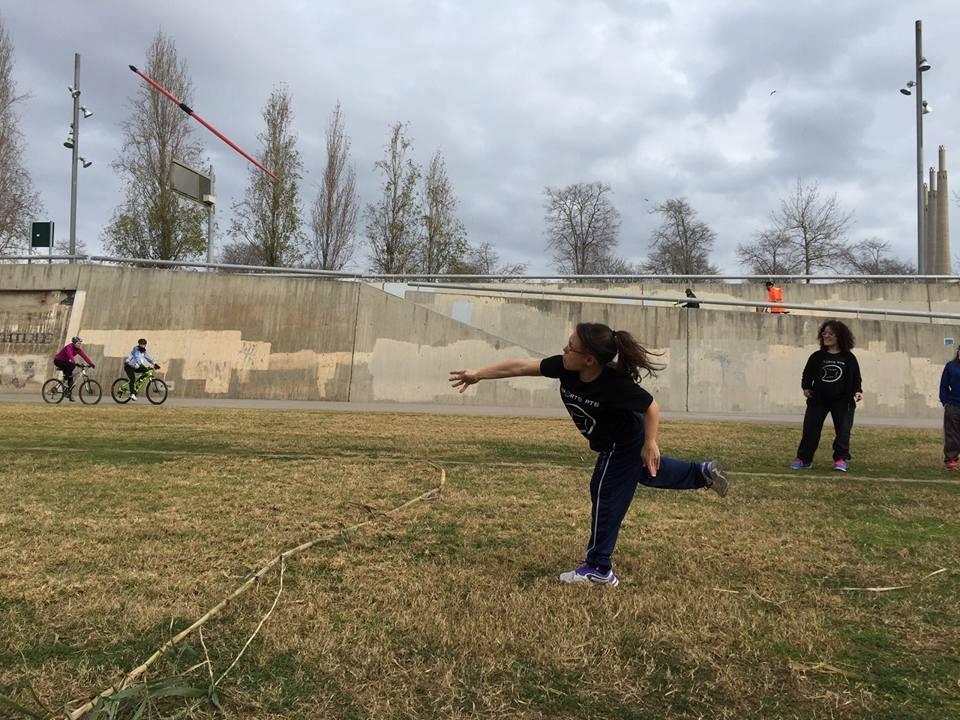 La vilanovina, practicant amb la javelina