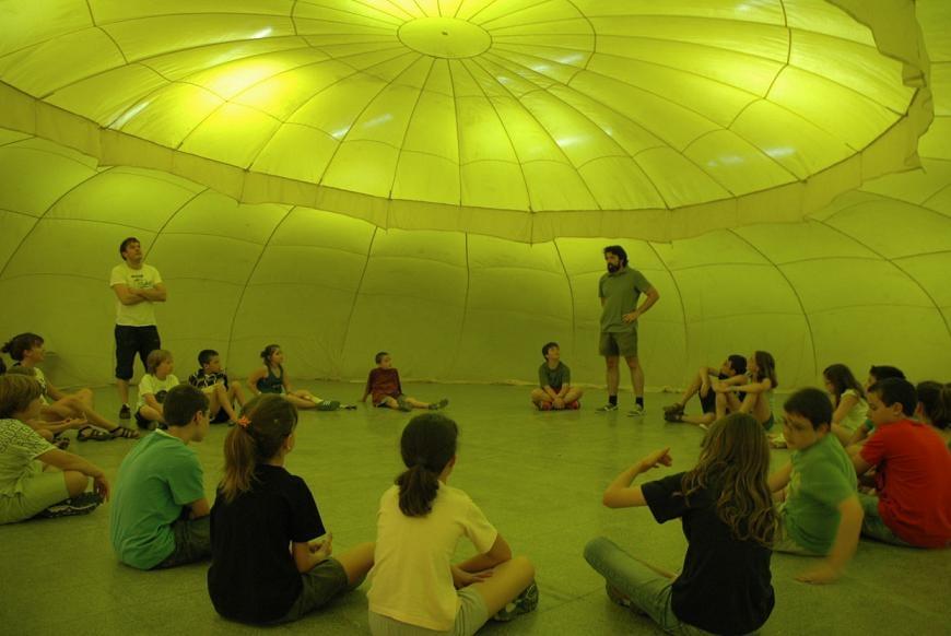 Interior d'un iglú de vent