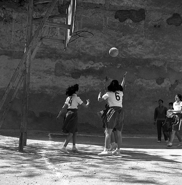 Partit de bàsquet femení dels anys seixanta. ACAN - Fons Ignasi Castelltort i Miralda