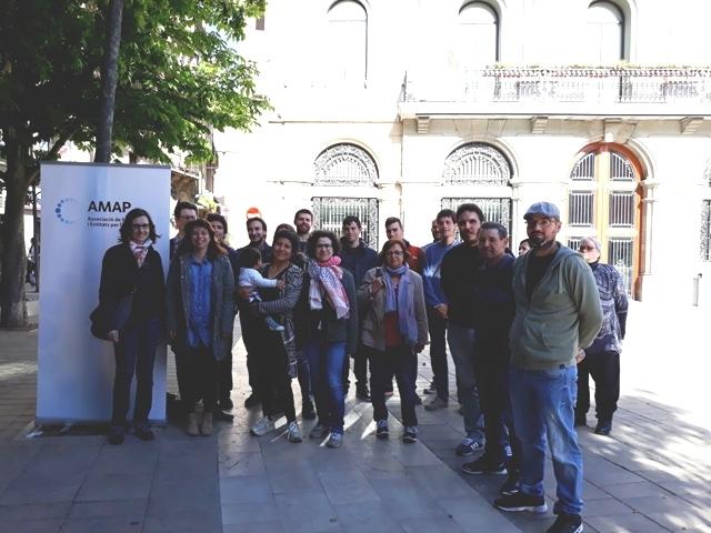 Els membres d'Aigua és Vida, al maig, amb els partits que van signar el Pacte Social i Institucional per l'Aigua