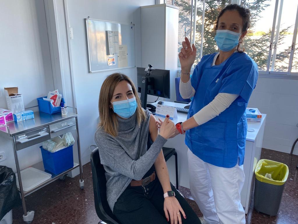 L'Olivia, la primera infermera d'Atenció Primària en rebre la primera dosi de la vacuna
