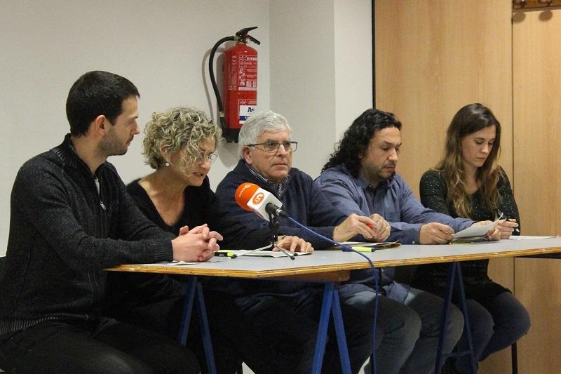 Duran, segon a la dreta, en un acte amb altres regidors