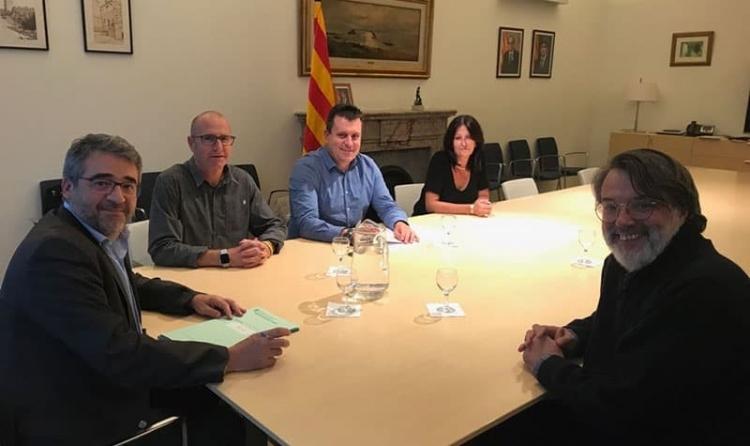 Jordi Madrid i Josep Llopart, al centre de la imatge, en la reunió amb els responsables dels Mossos
