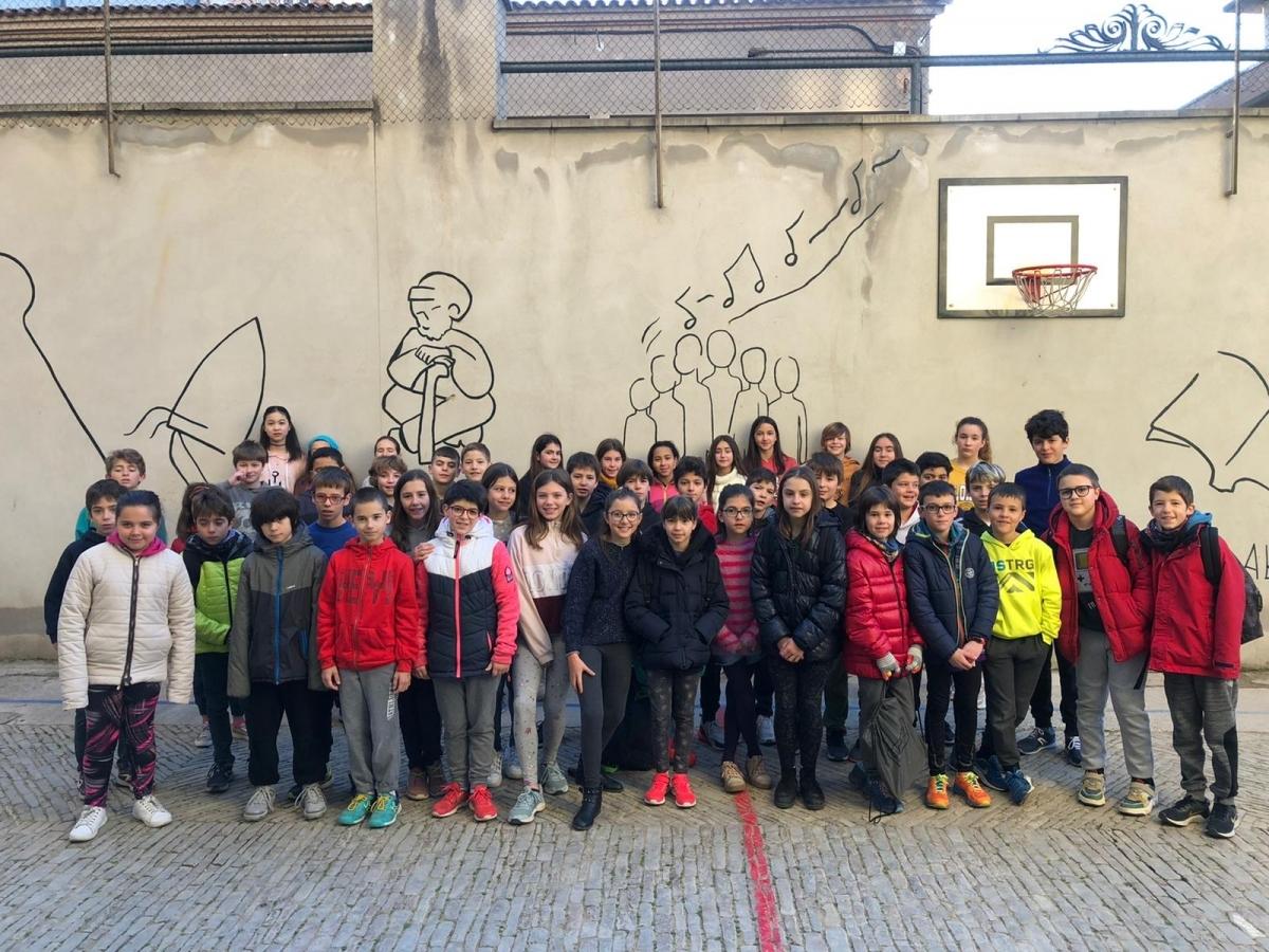 El grup d'alumnes de cicle superior que van participar al Concurs